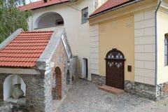Entrada a poca iglesia imagen de archivo
