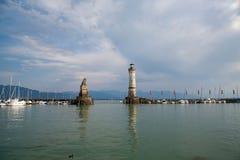 Entrada portuaria del puerto en la ciudad de Lindau en el lago de Constanza o de Bodensee en Alemania meridional imágenes de archivo libres de regalías