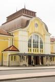 A entrada principal à estação de trem do passageiro em Burgas, Bulgária Foto de Stock Royalty Free