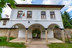 Entrada principal al monasterio de Sokolsky en Bulgaria Foto de archivo libre de regalías
