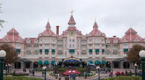 Entrada principal al parque París de Disneyland fotografía de archivo libre de regalías