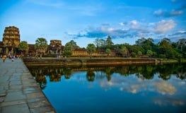 A entrada principal a Angkor Wat A entrada central ao o seu Fotos de Stock
