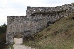 Entrada principal ao castelo de Cachtice imagens de stock royalty free