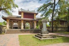 Entrada principal de la pagoda de Thien MU en la ciudad imperial de la tonalidad imágenes de archivo libres de regalías