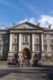 Entrada principal de la universidad de la trinidad en Dublín, Irlanda, 2015 Fotografía de archivo libre de regalías