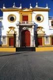 Entrada principal de Plaza de Toros en Sevilla imágenes de archivo libres de regalías