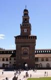 Entrada principal del castillo de Sfortza Castello Sfortzesco en Milán Fotos de archivo libres de regalías