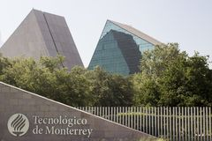 Entrada principal del gico y de Estudios Superiores de Monterrey en Monterrey, Nuevo Leon, México del ³ de Instituto Tecnolà Fotografía de archivo libre de regalías
