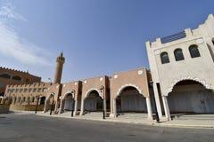 Entrada principal delantera de la tierra del centro turístico de la civilización en la montaña de Al Qarah en saudí Arabii fotografía de archivo libre de regalías