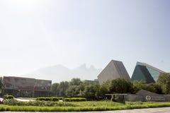 Entrada principal do gico y de Estudios Superiores de Monterrey em Monterrey, Nuevo Leon do ³ de Instituto TecnolÃ, México imagem de stock