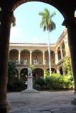 Entrada principal do palácio espanhol antigo do governo em Havana velho Fotos de Stock