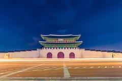 Entrada principal en la noche - Seul, República de Corea del palacio de Gyeongbokgung Fotografía de archivo libre de regalías