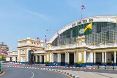 Entrada principal a Hua Lamphong Railway Station en Bangkok, en un s Fotos de archivo