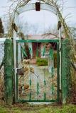 Entrada rústica ao lote vegetal Fotografia de Stock Royalty Free