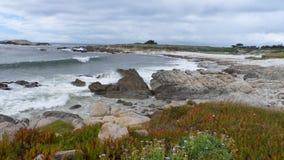 Entrada rocosa de la costa de Monterey fotos de archivo libres de regalías