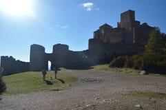 Entrada a Roman Castle Of Loarre Dating a partir del siglo XI que fue construida por rey Sancho III en el pueblo de Loarre paisaj imagen de archivo