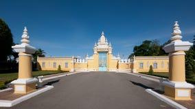Entrada a Royal Palace em Phnom Penh Foto de Stock