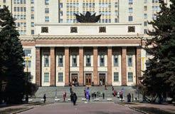A entrada sul à construção principal da universidade estadual de Moscou Imagens de Stock