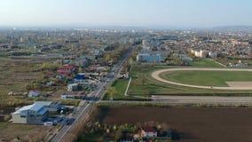 Entrada sul na cidade de Ploiesti, Romênia, metragem aérea filme
