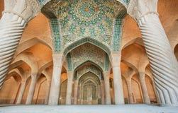 Entrada telhada Iwan (entrada) com testes padrões persas do estilo Fotografia de Stock Royalty Free