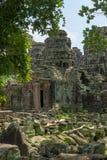 Entrada traseira de Banteay Kdei quadro por árvores fotos de stock royalty free