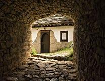Entrada a um monastério em Bulgária imagem de stock royalty free