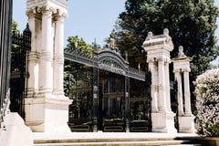 Entrada a um parque no Madri, Espanha fotos de stock royalty free