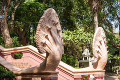 Entrada a um templo budista Fotos de Stock