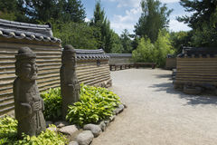 Entrada a un jardín coreano tradicional Imagen de archivo