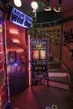 Entrada a una demostración de tira, Kabukicho, Tokio, Japón. Imagen de archivo