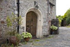 Entrada vieja del tudor Foto de archivo libre de regalías