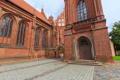 Entrada y campanario de la iglesia del ` s de St Anne Imágenes de archivo libres de regalías