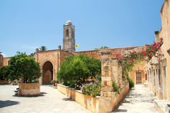 Entrada y patio del monasterio de la trinidad santa 161 Fotografía de archivo libre de regalías