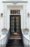 Entrada y puerta clásicas Fotos de archivo