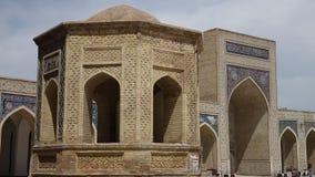Entrada y torre de la mezquita almacen de metraje de vídeo