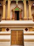 Entrada y ventana en Wat Thatluang Neua, Vientián Imagen de archivo
