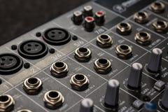 Entradas de mezcla audios profesionales de la consola fotografía de archivo