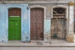 Entradas e fachada velhas, Havana, Cuba Fotografia de Stock Royalty Free