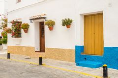 Entradas, puertas y ventanas hermosas de Frigiliana, Imagen de archivo
