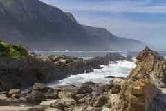 Entradas rochosas no rio das tempestades, região de Tsitsikamma de África do Sul Imagem de Stock