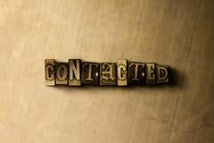 ENTRADO EN CONTACTO CON - el primer del vintage sucio compuso tipo de palabra en el contexto del metal Imagen de archivo libre de regalías