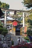 Entramce da porta ao templo de Kiyomizu-dera, Kyoto imagem de stock