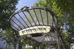 entrance den france metroparis stationen till Royaltyfri Foto