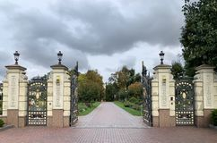Free Entrance Gate To The Mezhyhirya National Park In Ukraine Stock Photos - 167278303