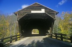 The entrance to the Durgin Covered Bridge in its autumn New Hampshire surroundings Stock Photos