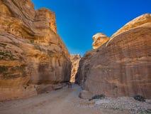 Entrance to Petra through the gorge Siqh Royalty Free Stock Photos