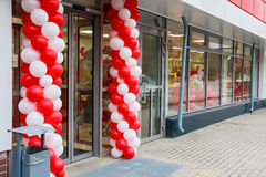 Entrance to supermarket decorated with baloons