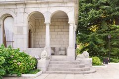 The entrance to Yusupovs dining room is Guarded by sculptures of white lions. Sunny summer day. Koreiz, Yalta, Crimea, Russia - September 13, 2018: the entrance stock photo