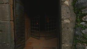 Entrando à torre de Kizil Kule na península de Alanya, distrito de Antalya, Turquia, Ásia vídeos de arquivo