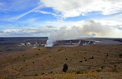 Entrando em erupção a cratera, parque dos vulcões de Havaí fotografia de stock royalty free